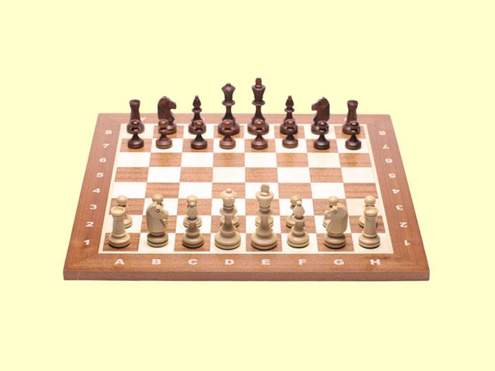 Szachy drewniane Staunton nr 4 na szachownicy (uwaga: szachownica NIE wchodzi w skład produktu)